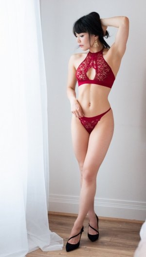 Fadwa call girl in Ocean Springs and nuru massage