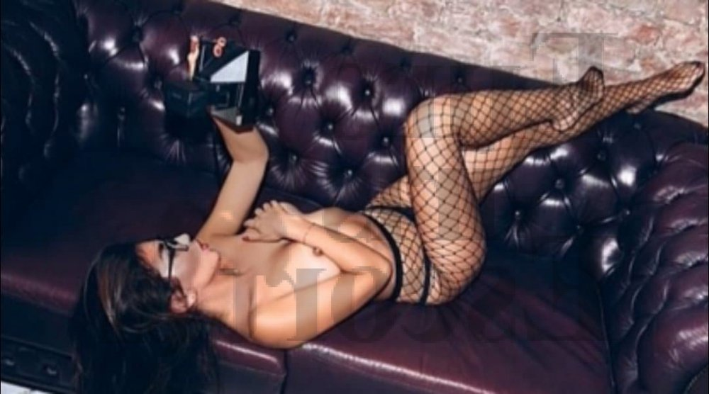 live escorts & erotic massage