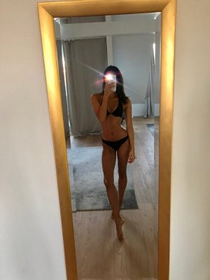 Marie-ginette live escort in Arkansas City & thai massage